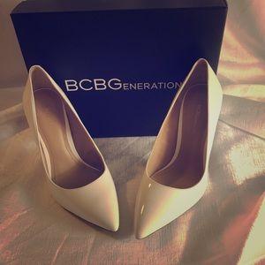 BCBG white stiletto heel sz 7 NBW with box